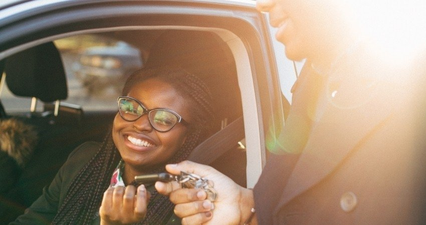 Temporarily rent a car, hourly, weekly or daily