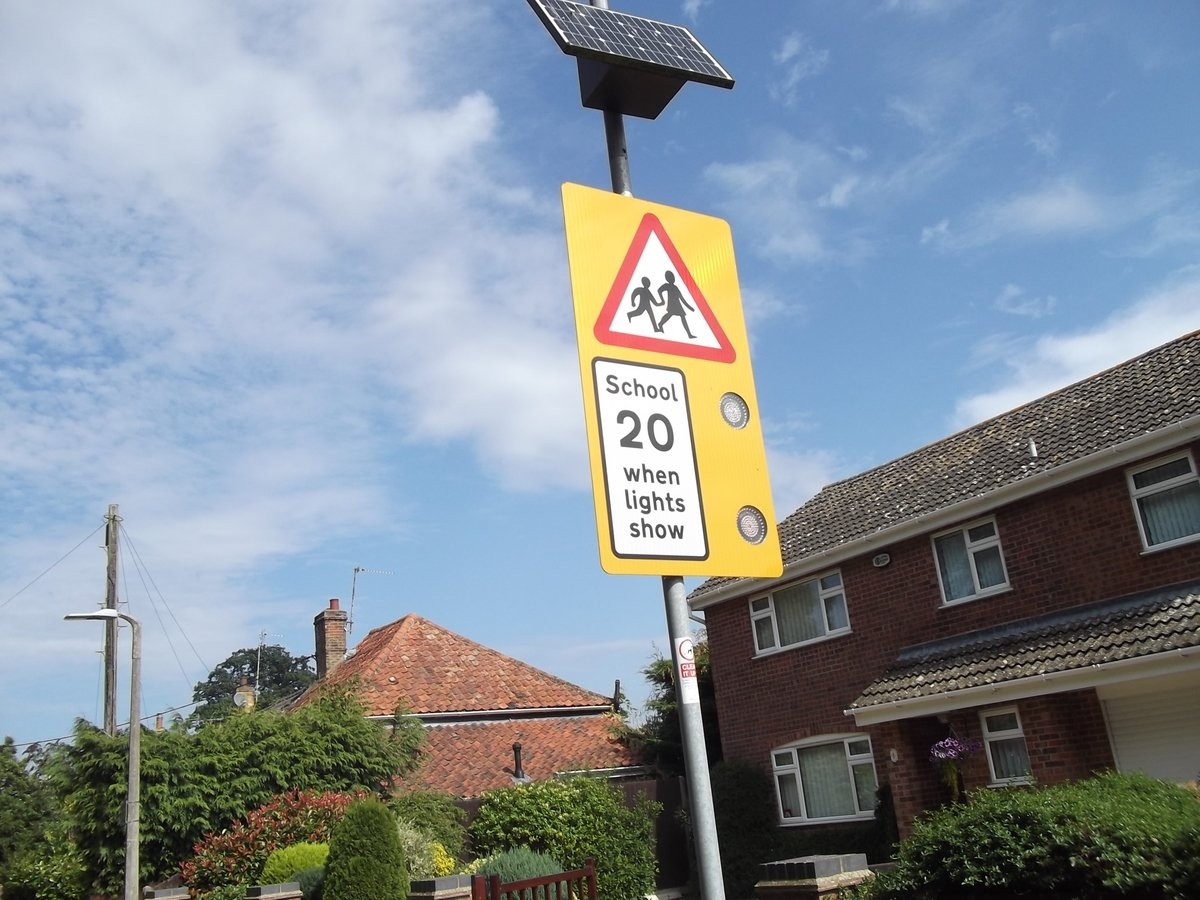 School road speed sign